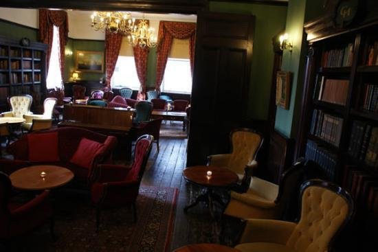 the-library-bar-at-central