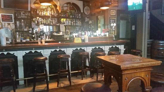 chaplins-bar