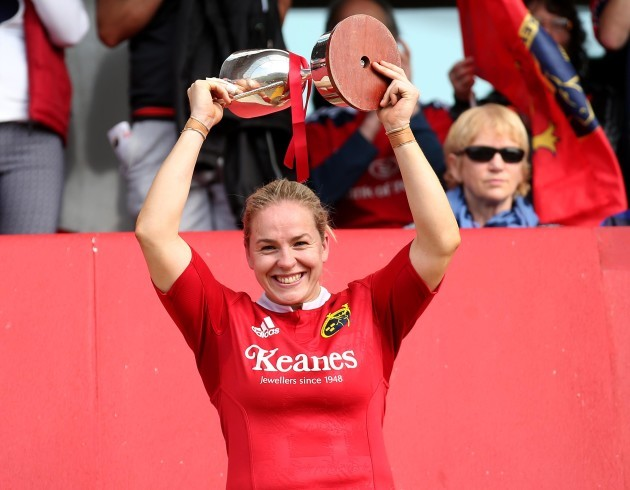 Niamh Briggs lifts the trophy