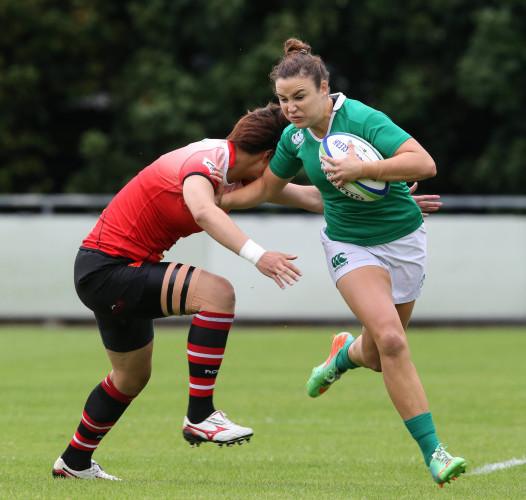 Louise Galvin evades a tackle