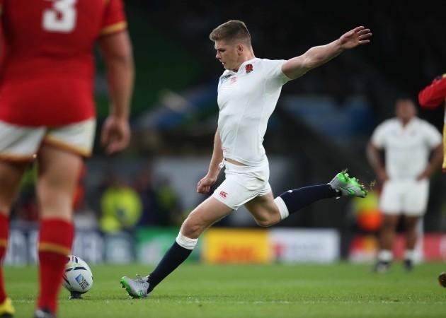 EnglandÕs Owen Farrell kicks a penalty