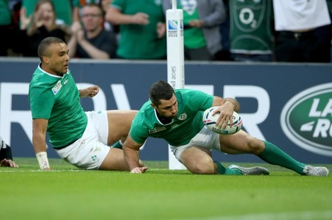 Rob Kearney scores their fifth try