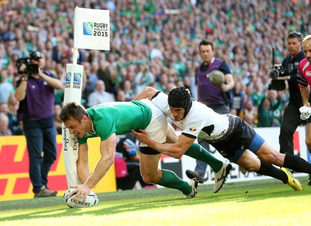 Tommy Bowe scores a try