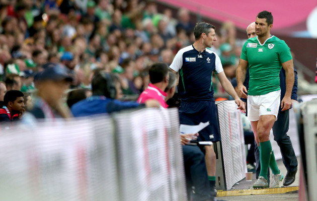Rob Kearney leaves the field injured