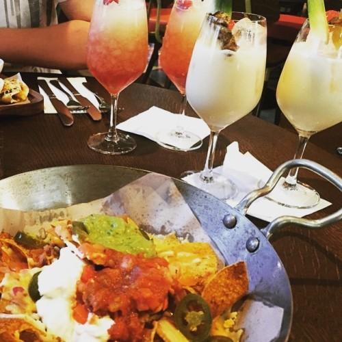 Nachos & cocktails. Let the weekend begin!