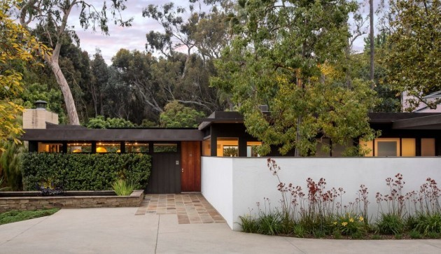 neutras-2000-square-foot-1948-home-was-one-of-34-designed-as-part-of-the-case-study-house-program-today-only-21-of-the-original-homes-remain-standing