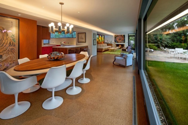 mahogany-features-were-used-in-the-dining-room-to-create-a-warm-and-inviting-space-for-meals