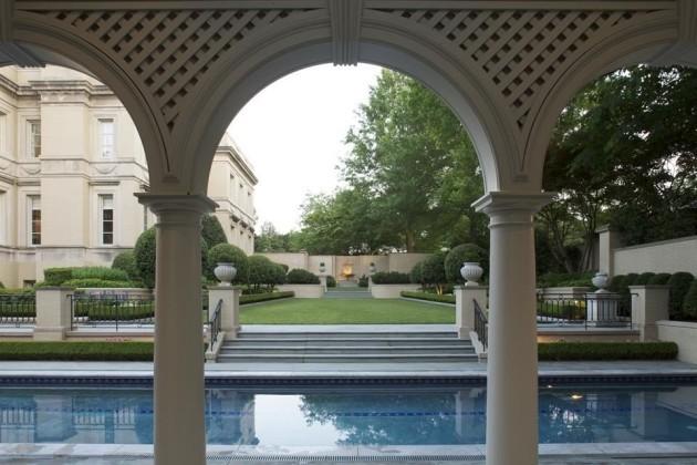 arches-and-columns-are-still-prevalent-even-in-the-backyard