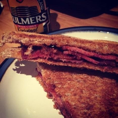 Finishing off a top weekend the right way #rashersammich #bacon #ballymaloerelish #toast #sandwich #cider #bulmers #food #foodporn #foodpervert