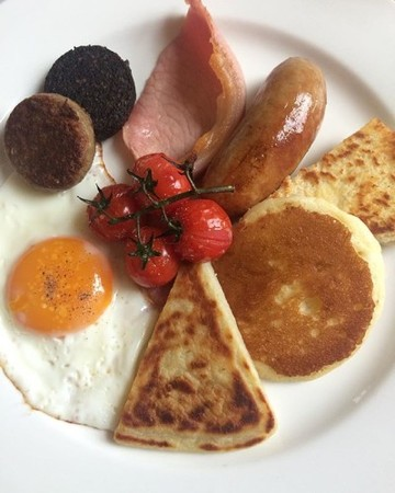 ALL the breads at breakfast this morning: soda bread, potato bread and pancake #ulsterfry