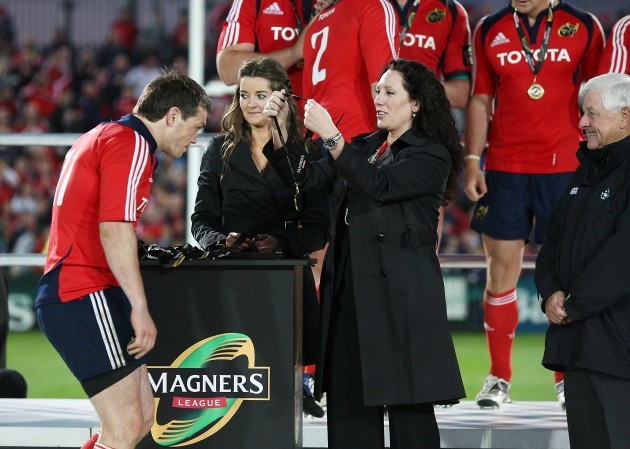 Ian Dowling receives his Magners League medal