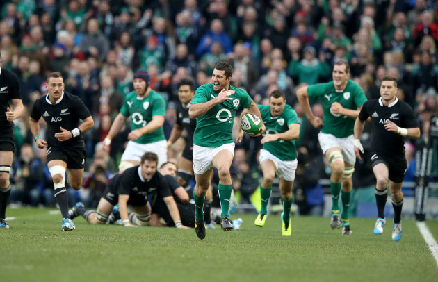 Rob Kearney runs in for a try