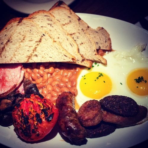 Brunch you say? How about you do the right thing and swing by The Dead Rabbit for our little taste of Ireland. Our All Day Irish Breakfast features #CumberlandSausages, #IrishBacon, Black & White Irish Pudding, Sautéed Mushrooms, Eggs, Roasted Tomato, Toasted Sourdough Bread and finished with #HeinzBakedBeans. Wash it all down with the best pint of Guinness in New York or our legendary Irish Coffee. Go on, do the right thing. #OnlyAtTheDeadRabbit