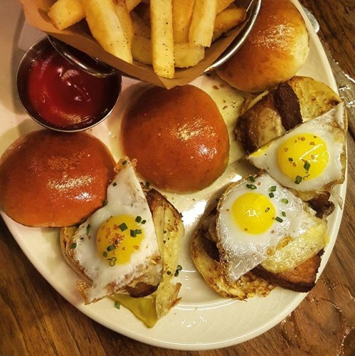 Lunch swag level 1000. Crispy pork belly sliders with a quail egg over easy and a slice of Irish cheddar. #WhatDiet #EatWithBino #DeadRabbit #PorkBelly #Lunch #WannaForkNYC