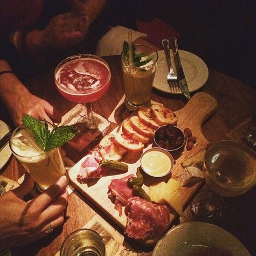 #cocktails with the girlfriends and a whole lotta meat. @deadrabbitnyc #charcuterie#cheeseboard. @asongngam @kaylamata_ you are the best. Xox