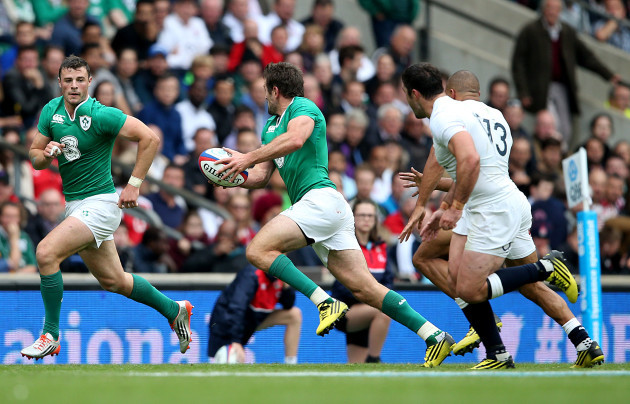 Robbie Henshaw supported by Jared Payne