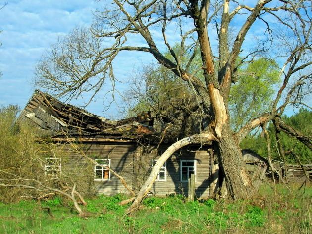 Abandoned house Valeriy Yurko (7)