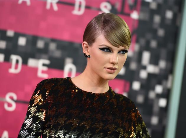 Taylor Swift-Radio Host