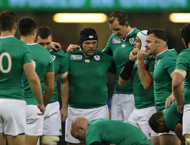 Ireland team huddle Mike Ross