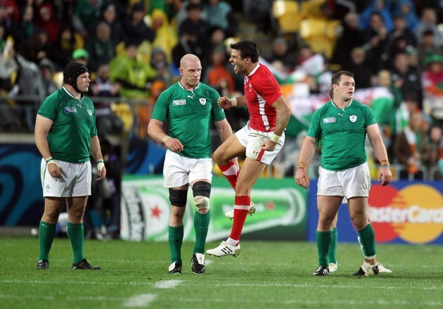 Mike Phillips celebrates around a dejected Paul O'Connell, Mike Ross and Cian Healy