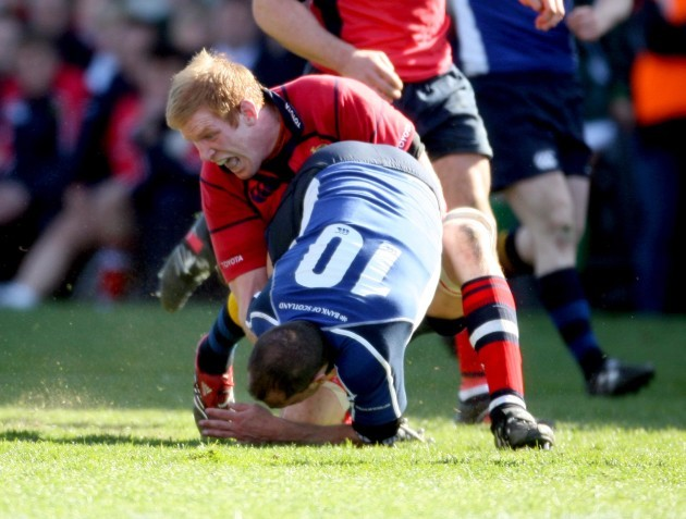 Felipe Contepomi tackled by Paul O'Connell 23/4/2006