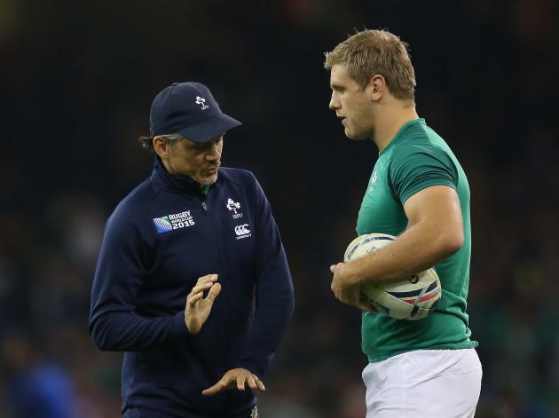 IrelandÕs assistant coach Les Kiss with Chris Henry