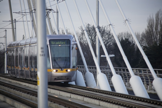 LUAS CROSSING WILLIAM DARGAN BRIDGE