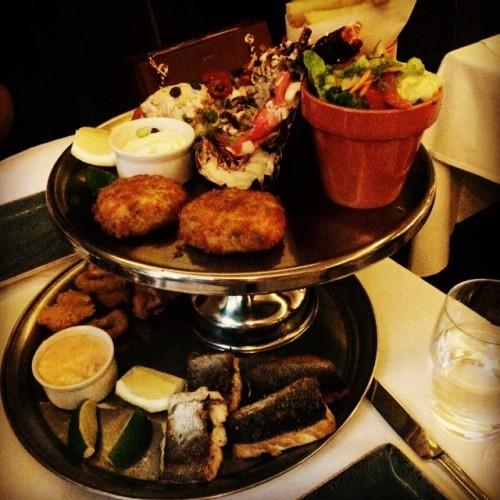 Family dinner catch up #dinner #family #food porn #seafood #platter #lobster #prawns #calamari #hake #fishcake #wine #sisters #kilkenny