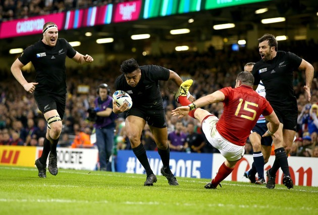 Julian Savea hands off Scott Spedding  to score a try