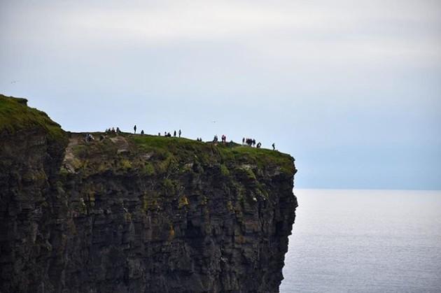 THE BEGINNING . Al final de la terra és on et trobaràs a tu mateix. . En los confínes de la tierra és donde te encontrarás a ti mismo. . At the ends of the earth is where you find yourself. . #tourismireland #loves_ireland #insta_ireland #inspireland_ #instaireland #ireland_gram #loveireland #icu_ireland #ig_ireland #wonderireland #natureinside #worldplaces #photofanatics_hdr #igrecommend #instagrames #ok_europe #ok_hdr #coolworld_hdr #vivir_to2 #fotofanatics_hdr