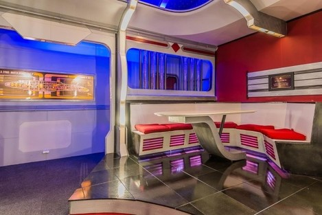 the-homeowner-converted-the-room-into-a-replica-of-the-famous-star-trek-set