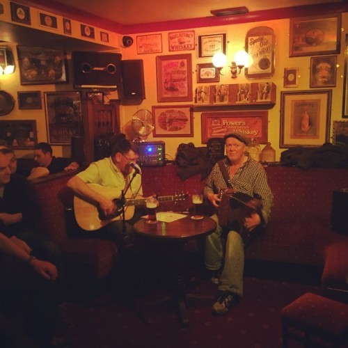 Trad session at Clifden #Ireland #irishmusic #music #galway #diddlydee