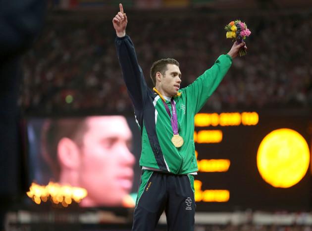 Jason Smyth celebrates winning gold 7/9/2012