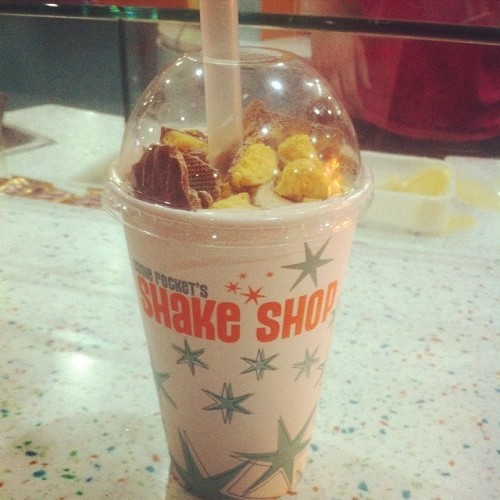 My first shake shop experience, went for the full whammy! #shakeshop #kinderbueno #malteaser #crunchie #yum #food #ohmylordimsofull @neadybird