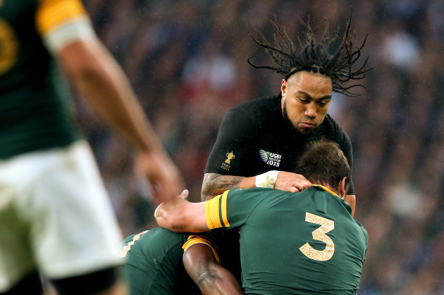 Tendai Mtawarira and Frans Malherbe with MaÕa Nonu