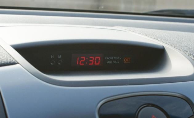 2010-kia-forte-ex-sedan-dashboard-mounted-clock-photo-339668-s-1280x782