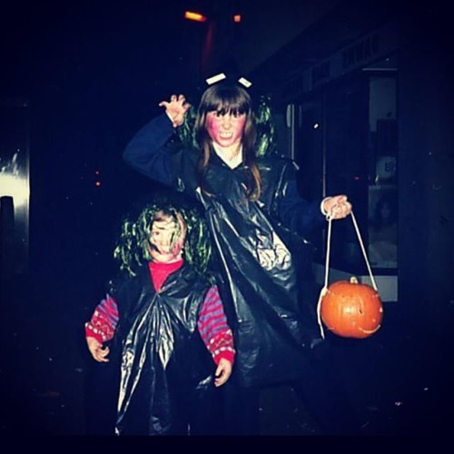 #throwback #90schild #90s #Halloween #cousin #witch #binbagcostume #pumpkin #fun #halloweencostume