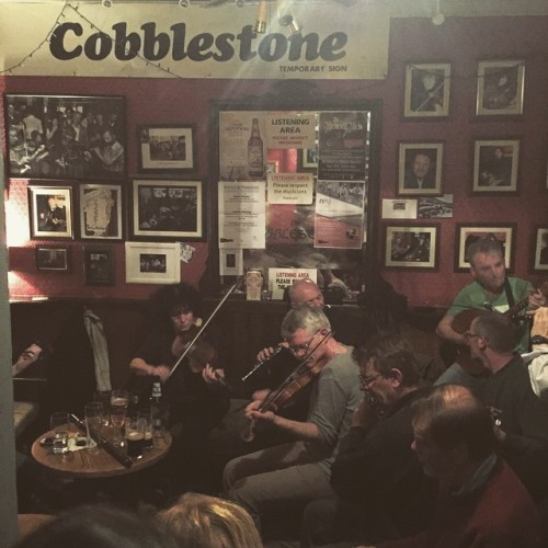 Cobblestone Bar from our last night in Dublin. Hunting for storytellers, musicians and Irish fairies with @ladyjacquelined