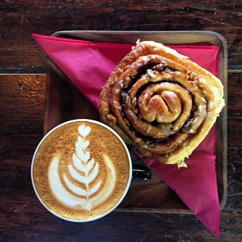 Cinnamon scroll and @roastedbrown coffee for €5. Have in or take out deal #special #deselbys #elevenses