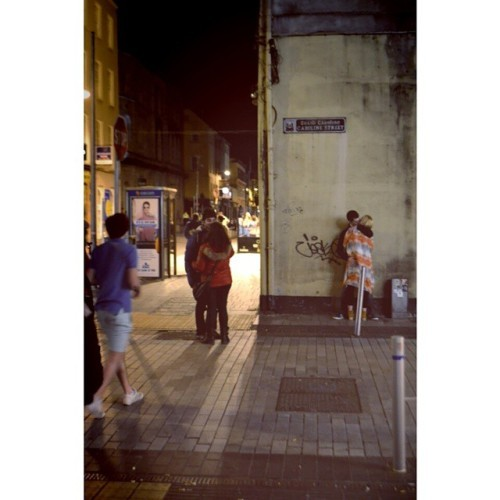 #june#cork#corkcity#corkireland#ireland#oliverplunkettstreet#pub#lights#night#summernights#Saturday#saturdaynight#takeaphoto#traveling#enjoying#love#kisses#boygirl#lookingaround#streat#kissinthestreet#time#inlove#semplicity#colorofthenight#weekend
