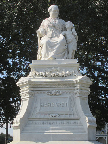 File:Margaret Statue Sept2015 Front Close.jpg - Wikimedia Commons