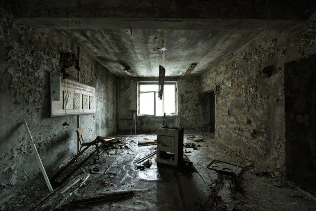 even-with-brief-exposure-the-towns-inhabitants-later-experienced-health-issues-because-of-the-blast-soviet-authorities-restricted-the-area-around-chernobyl-and-pripyat-remained-a-ghost-town-heres-a-room-in-what-was-once-a-pripyat-hospital