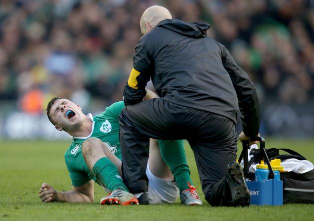 Robbie Henshaw down injured