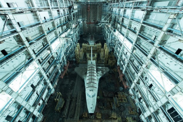 here-two-rarely-photographed-relics-of-the-soviet-space-race-were-found-inside-a-huge-abandoned-warehouse-to-find-these-subjects-de-rueda-had-to-travel-more-than-100-miles-off-the-road-and-walk-through-a-highly-restricted