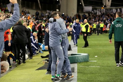 Martin O'Neill embraces Roy Keane at the final whistle