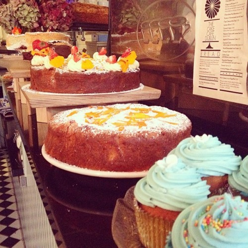 It's raining, you're cold, we have cake! Aye? Aye! #hint #orange #chocolate #vanilla #cupcake #cake #jam #cream