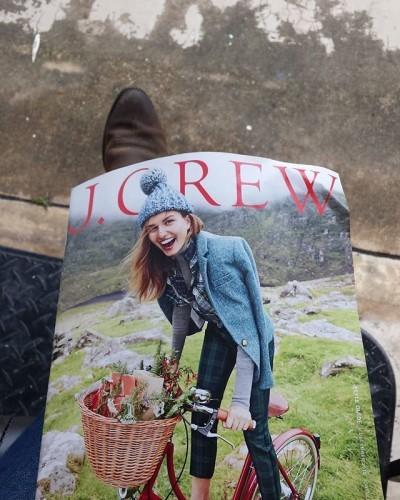 Reading something that makes me happy @jcrew #jcrew #jcrewstyle #jcrewaddict #jcrewstyleguide #november #happy #thelittlethings