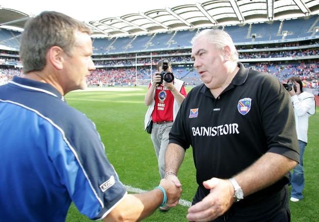Joe Kernan shakes hands with Laois selector Declan O'Loughlin