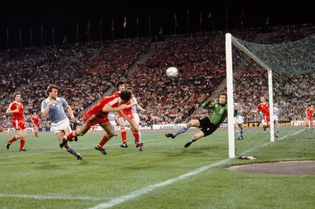 Soccer - European Cup Final - Nottingham Forest v Malmo - Olympic Stadium, Munich