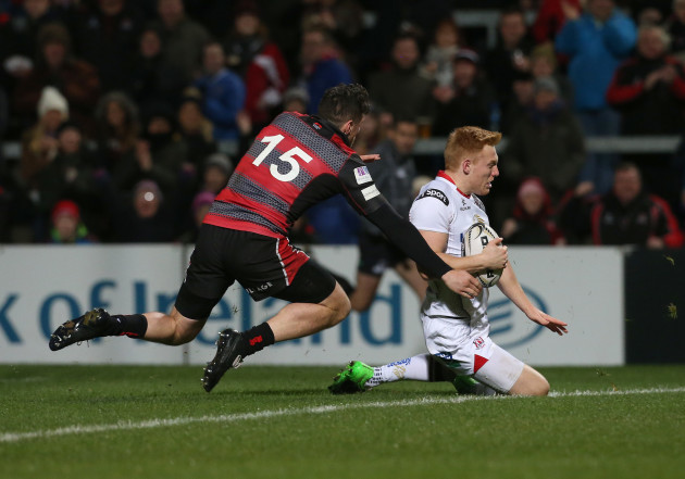 Rory Scholes scores a try
